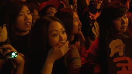 在韩国颁奖典礼上, 这四位华语歌手给韩国明星唱的一脸懵B!