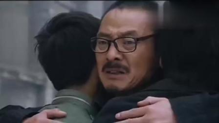 麻辣女兵: 老汤等了二十年, 终于得到前妻的拥抱, 一家三口在一起