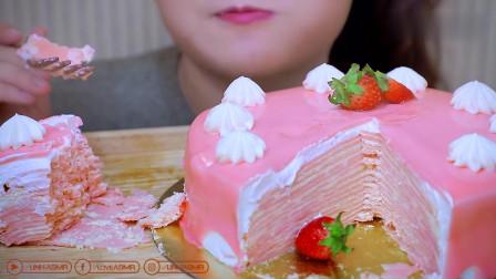 美女吃超大草莓千层蛋糕, 粉粉的也太漂亮了, 少女心爆棚