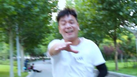 老爸带儿子健身跑步, 把儿子玩坏了