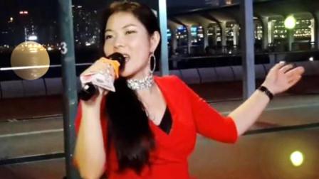 街头美女歌手芯妮演唱《拥抱你离去》《女人没有错》, 太好听了