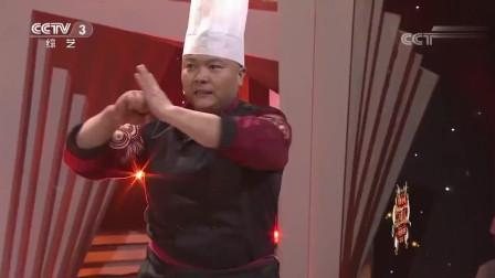 李海强表演《铁砂掌》, 三块石板居然瞬间被劈断, 太厉害了