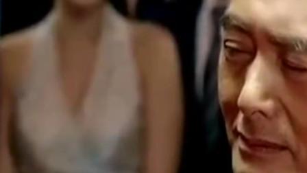 韩国富商瞧不起赌神, 一局斗地主五个亿, 不料赌神教他做人!