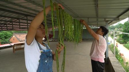 农村婆婆丰收豆角, 儿媳说吃也吃不完, 婆婆想法夏备冬菜