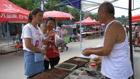 农村婆媳准备酱豆材料, 儿媳跟着当学徒, 婆婆买的啥都悄悄记心上