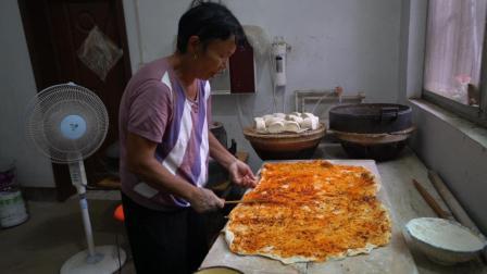 农村儿媳想吃花卷, 婆婆用辣椒芝麻和面, 简单好做吃着不错