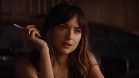 谷阿莫: 5分钟看完警察偷窥发现格雷老婆绑架小妹妹的电影《皇家酒店谋杀案》