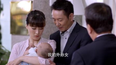 美女带孩子上班被开除,结果美女舅舅一出场,经理瞬间怂了!