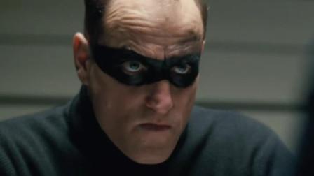 小伙智商不到70, 眼眶抹上黑色颜料扮演英雄, 为了正义牺牲自己