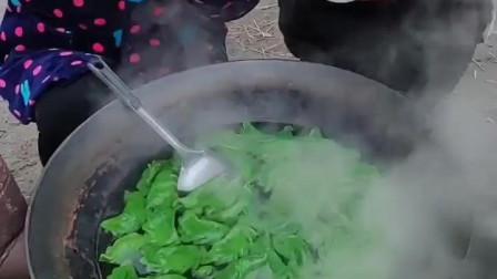 风味人间: 菠菜汁做的饺子, 绿色的更健康