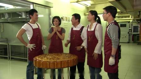 富豪想在中秋节那天做33寸的月饼,谁知月饼烤出来,十秒就塌了