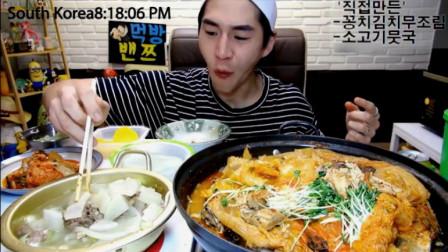 大胃王奔驰哥吃泡菜秋刀鱼锅, 还有一盆排骨汤