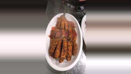 风味人间: 茄子新吃法, 去皮后裹上面包糠油炸, 最后淋上酱汁