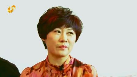 闫光明母亲患直肠癌7年, 75岁容颜年轻貌美, 海燕: 一天都化3遍妆!