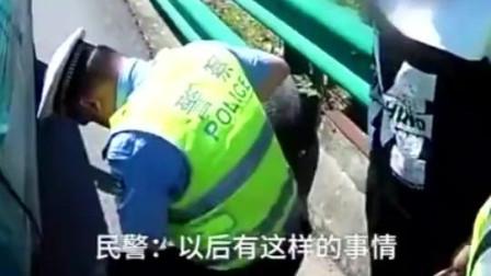 捂脸! 女司机在高速爆胎, 停应急车道大哭: 我车胎爆了, 我老公还骂我!