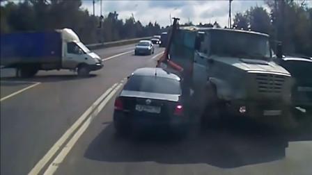 行车记录仪拍下来的车祸画面, 非常惨烈, 胆小勿入