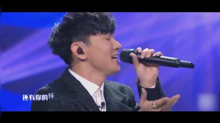 林俊杰深情演唱《爱你》, 比那些网红翻唱好听十倍, 不愧是行走的CD