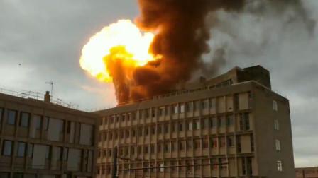 法国里昂大学发生爆炸 金黄色火焰瞬间窜出