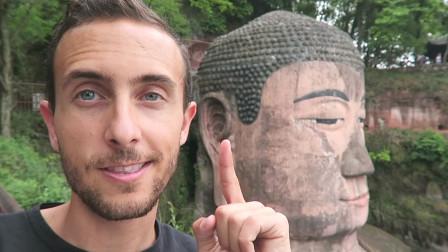 外国网红看中国千年前的奇迹, 乐山大佛: 我从未感觉自己如此渺小!