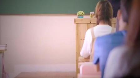 灰姑娘第一天来到新学校 没想到居然和校草是同桌!