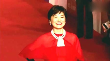 成龙都不敢抱的女星: 63岁林青霞魅力依旧
