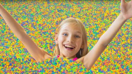 萌宝小萝莉竟用魔法棒变出超级多水晶球, 为何最后成了波波球?