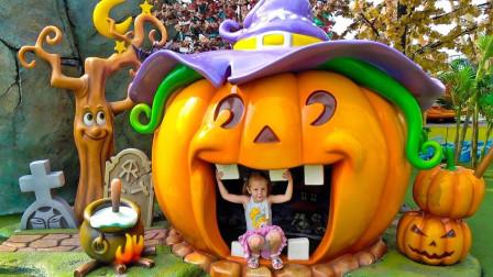 萌娃乐园: 可爱小萝莉参观梦幻主题公园, 与巨大南瓜屋留影!