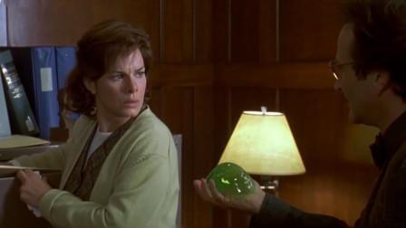手上拿着一坨绿色果冻, 妻子一看这是啥? 却不知道它的厉害之处!