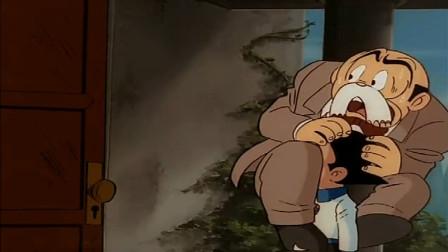 阿童木: 老师不敢进鬼屋, 竟被吓的蹿到阿童木头上, 结局有点害怕