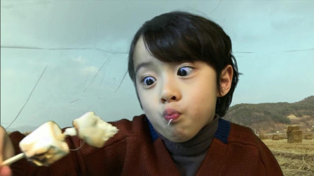 韩国小正太, 不知道吃什么美食, 这演技太可爱了