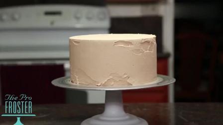 涂奶油啦! 蛋糕师这手艺真不是吹的