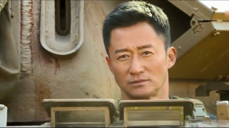 战狼2:中国特种兵抢下雇佣军的坦克,开着坦克斗智斗勇!