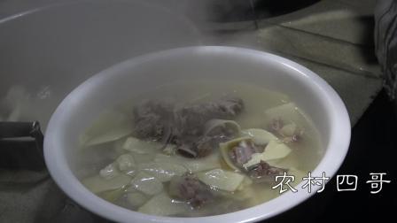 农村四哥: 王四幺妈今天做冬笋排骨汤, 这汤味, 那叫一个鲜