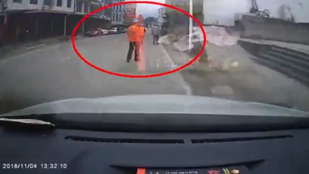 网约车司机看手机抢单 连撞3人致2死1伤