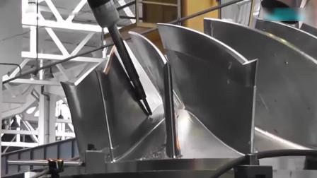 航空发动机的涡轮叶片是怎么加工出来的? 这台设备有点强大