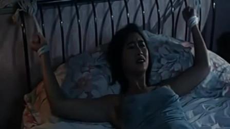 小偷闯入失明少妇房间, 并把少妇绑到了床上