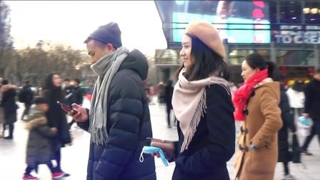 三里屯街拍: 贝雷帽美女宛然一笑还眨了下眼睛, 样子美极了