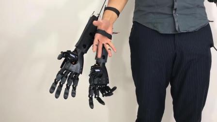 老外发明这机械手, 让你单手变双手, 能控制抓握, 你会用来做什么