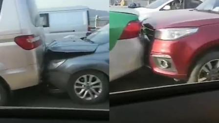 辟谣! 四川南充阆中二桥发生连环追尾 车祸原因正在调查!