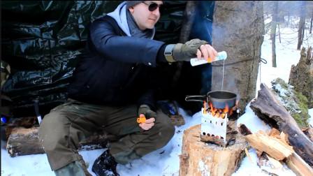 小伙背包冰雪丛林徒步穿越, 半路休息野炊, 煮松针茶, 煎蛋三明治!