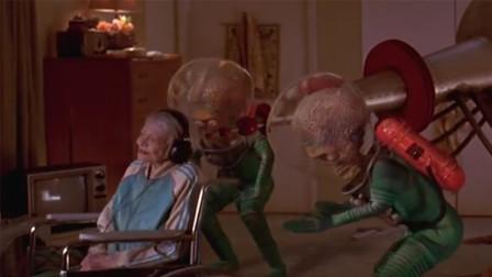 外星人入侵地球, 核武器都不是对手, 却被80岁的老奶奶消灭