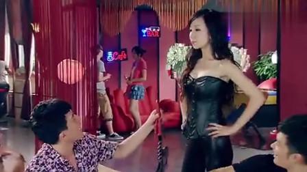 爱情公寓3: 胡一菲上演戏性感教师, 全场人都感到惊讶! 太美了