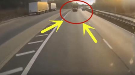 视频车主开车期间走神, 几秒后现场的画面不忍直视