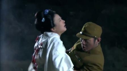 战场上,日本女人本想寻求鬼子庇护,结果却成了鬼子的挡箭牌!