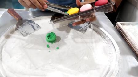 马卡龙的创新吃法: 牛人把它炒成冰淇淋, 都不知道吃哪个口味好了!