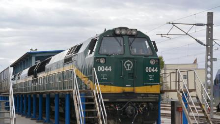 为什么青藏铁路的火车经过格尔木市, 要换美国火车头?