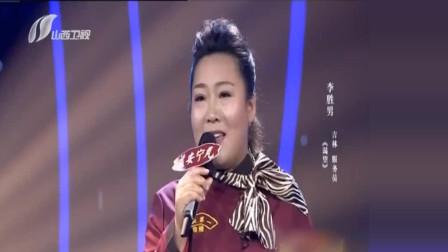 美女服务员李胜男翻唱毛阿敏《渴望》, 浑厚嗓音令人陶醉
