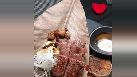 风味人间: 枯叶上的牛肉, 一看就知道吃不起吃不起啊