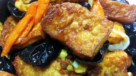 家常豆腐老少皆宜的美味食品, 菜品没有特别强的季节性, 四季可食。