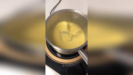 香草冰淇淋慕斯蛋糕 享受甜品的制作过程
